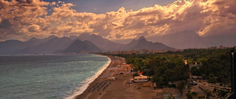 Aussicht auf den Sandstrand in Antalya