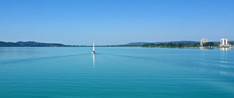 Segelschiff auf dem Plattensee in Ungarn