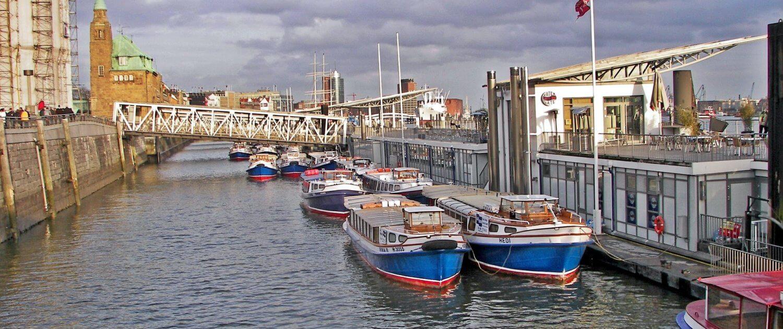Barkassen Hafen in Hamburg
