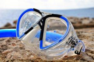 Taucherbrille im Sand