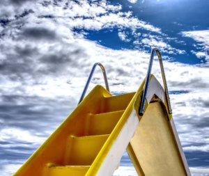 gelbes Tretboot mit Rutsche