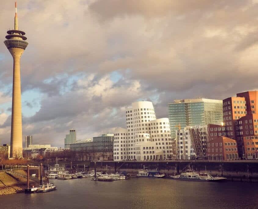 Aussicht auf Fernsehturm in Düsseldorf