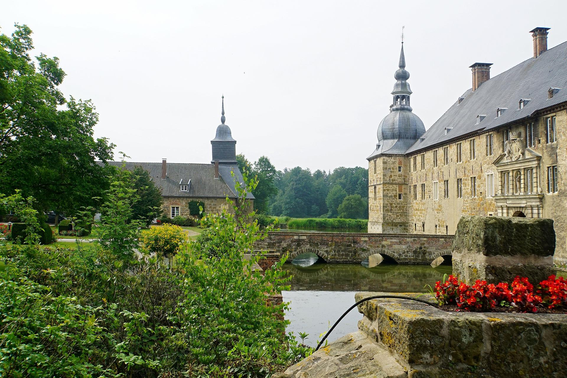 Schloss Glücksburg Schloss Ahrensburg Schloss Wendhausen Schloss Lembeck Schloss Nordkirchen Schloss Ahaus Schloss Wittringen Schloss Oberwerris Inzlinger Wasserschloss Wasserschloss Glatt Schloss Entenstein Wasserschloss Unsleben Schloss Mespelbrunn Wasserschloss Taufkirchen