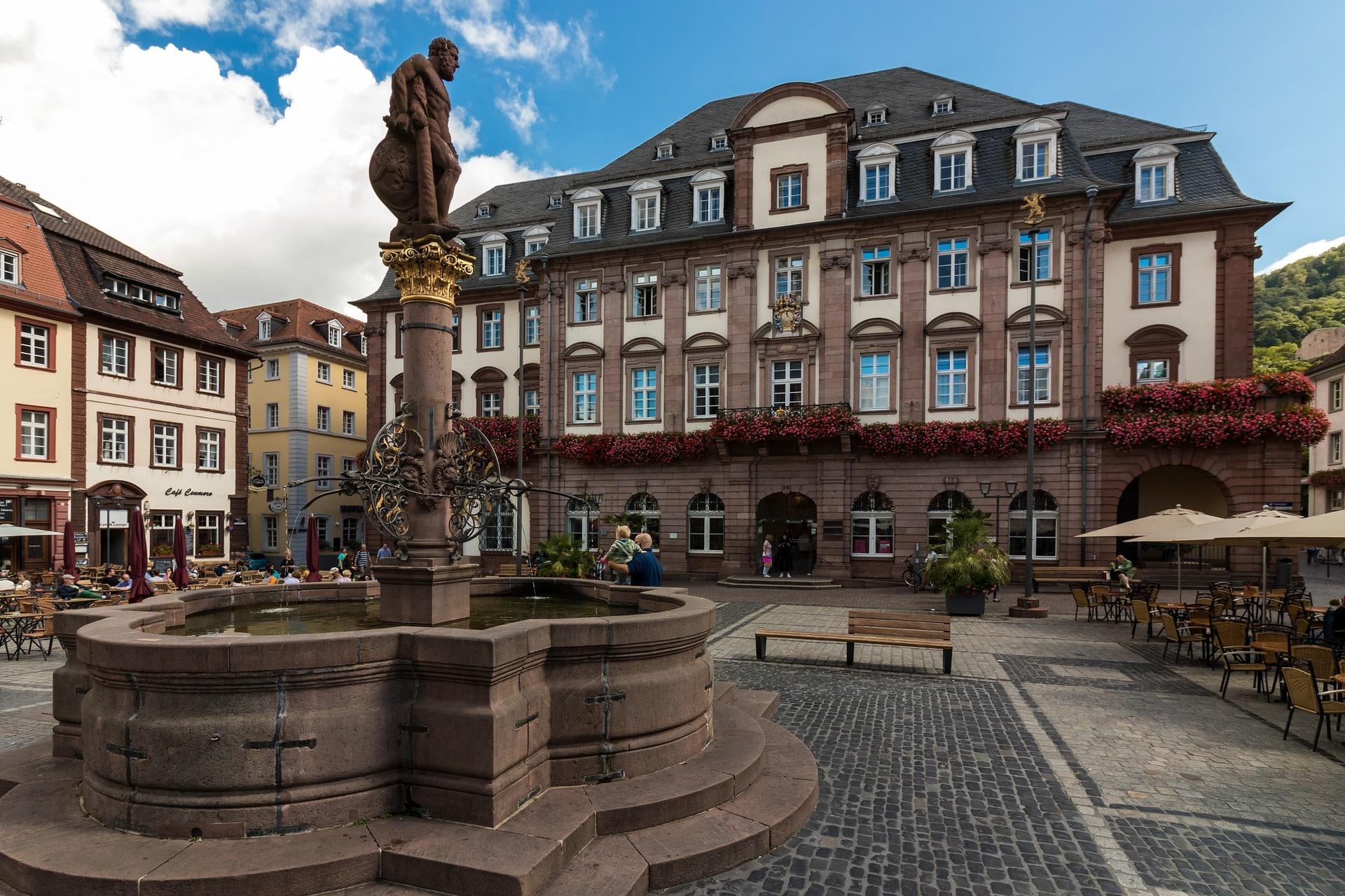 Heidelberg Sehenswürdigkeiten Altes Rathaus Markplatz