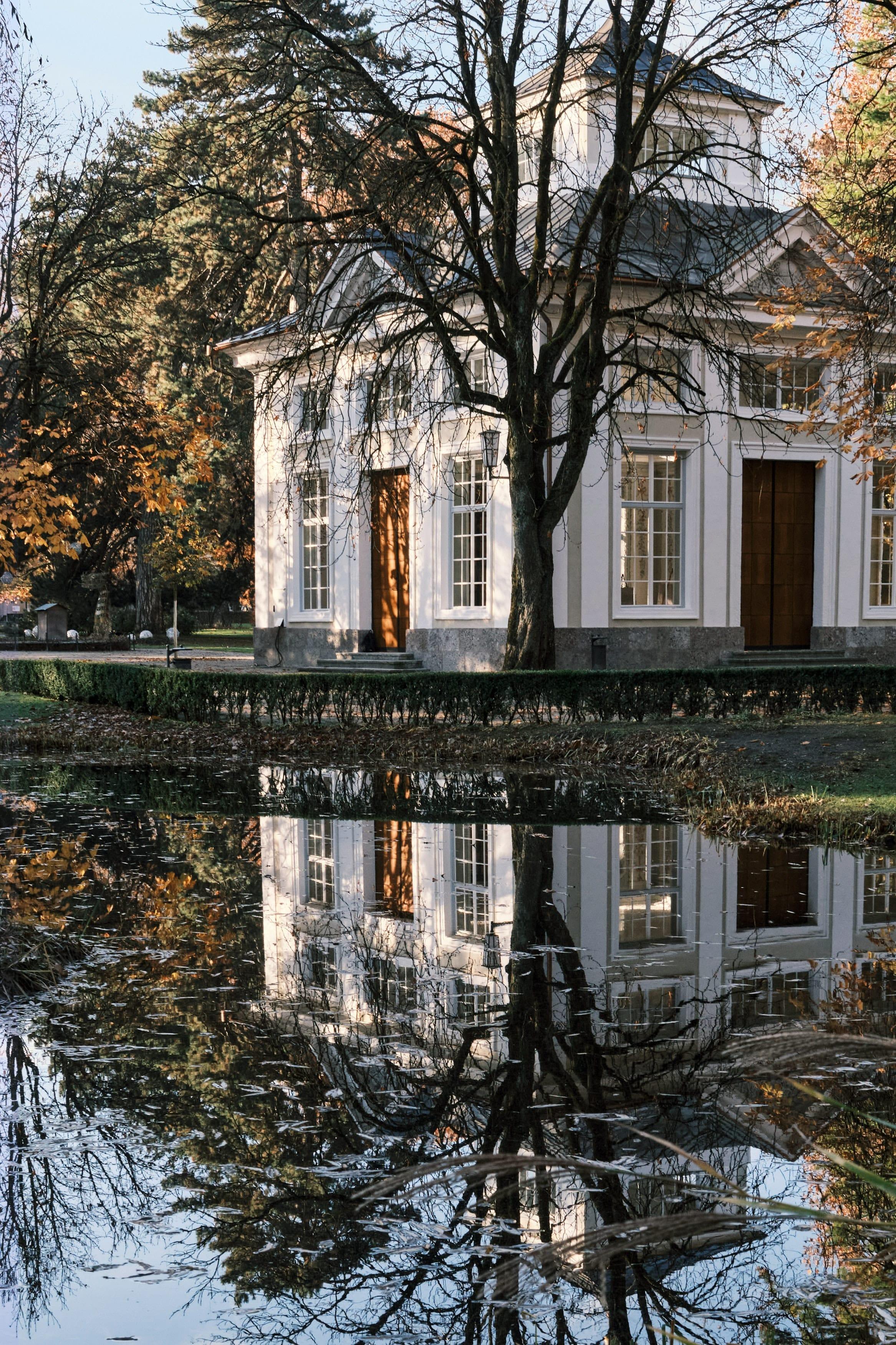 Teich und Häuschen im Hofgarten Innsbruck